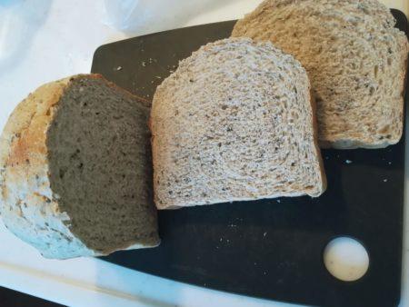 ごまパンを切る