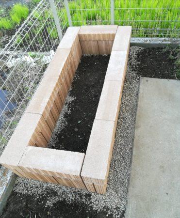 コンクリートブロック花壇
