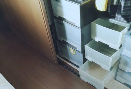 寝室の三段ボックス