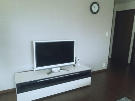 何も置いていないテレビ台