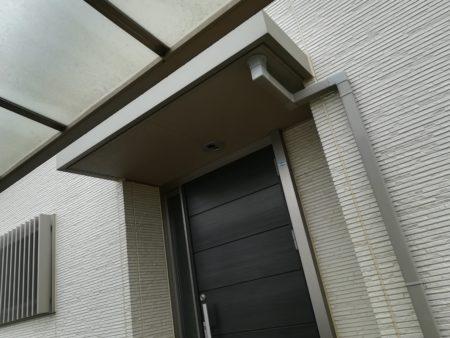 玄関とカーポート