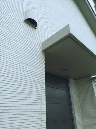玄関と外壁