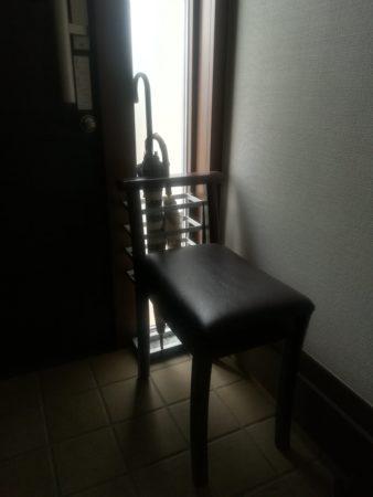玄関の腰掛け椅子